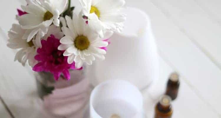 Learn the best essential oil diffusers blends to use for the spring time.