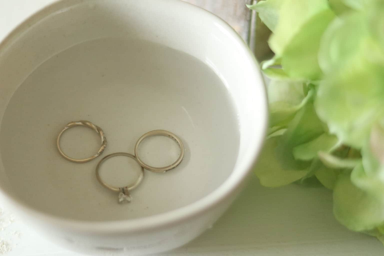 cleaning rings in homemade jewelry cleaner solution