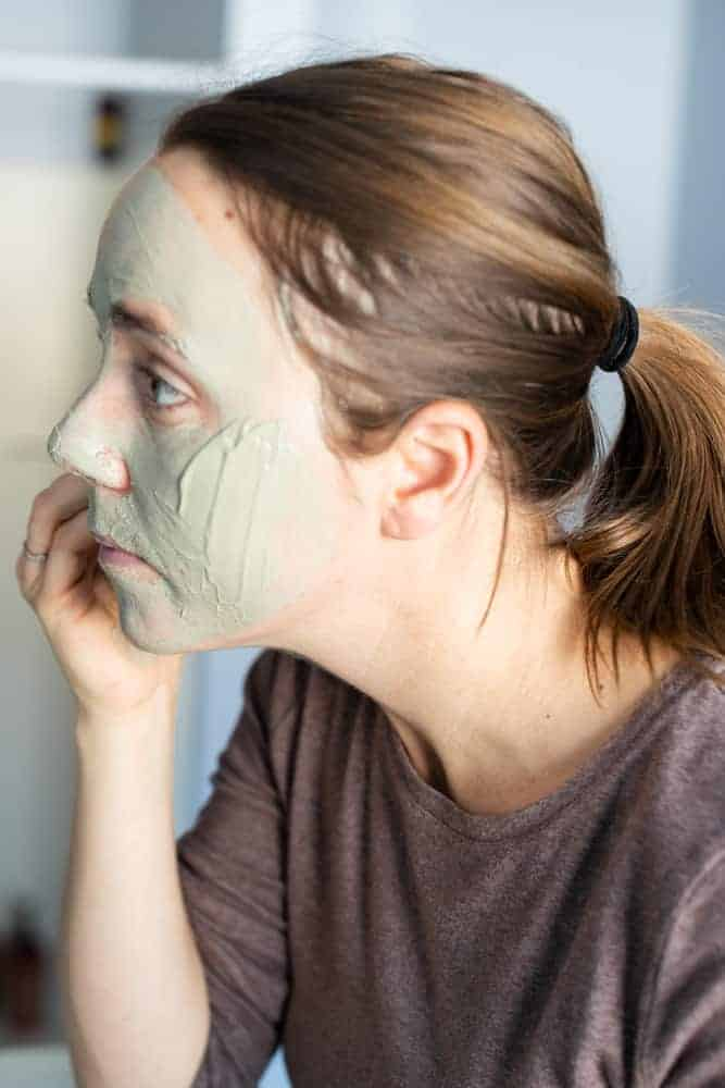 applying bentonite clay face mask