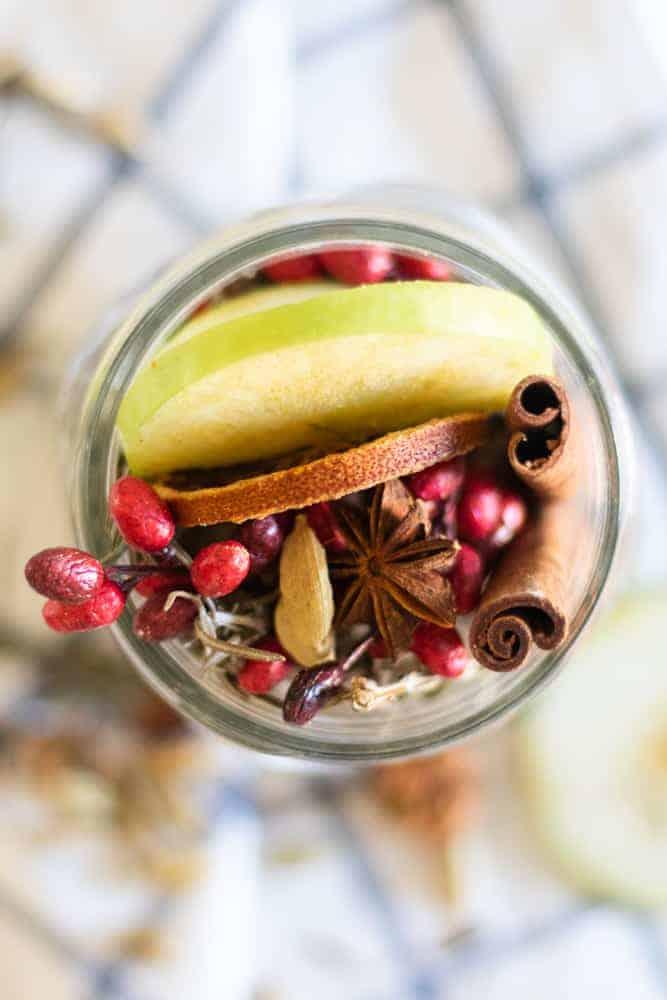 diy fall potpourri in mason jar